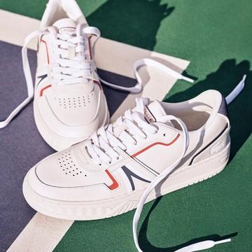 La marca del cocodrilo🐊 es conocida por dónde va por sus polos y camisetas pero, ¿habéis visto las zapatillas?😱👟  Echa un ojo a lo que tenemos en tienda… ¡Su estilo retro os va a encantar!🔥  #ecooles #lacoste #lacostsnealers #zapatillas #zapatillasmoda #sneakeraholic #sneakeraddicts